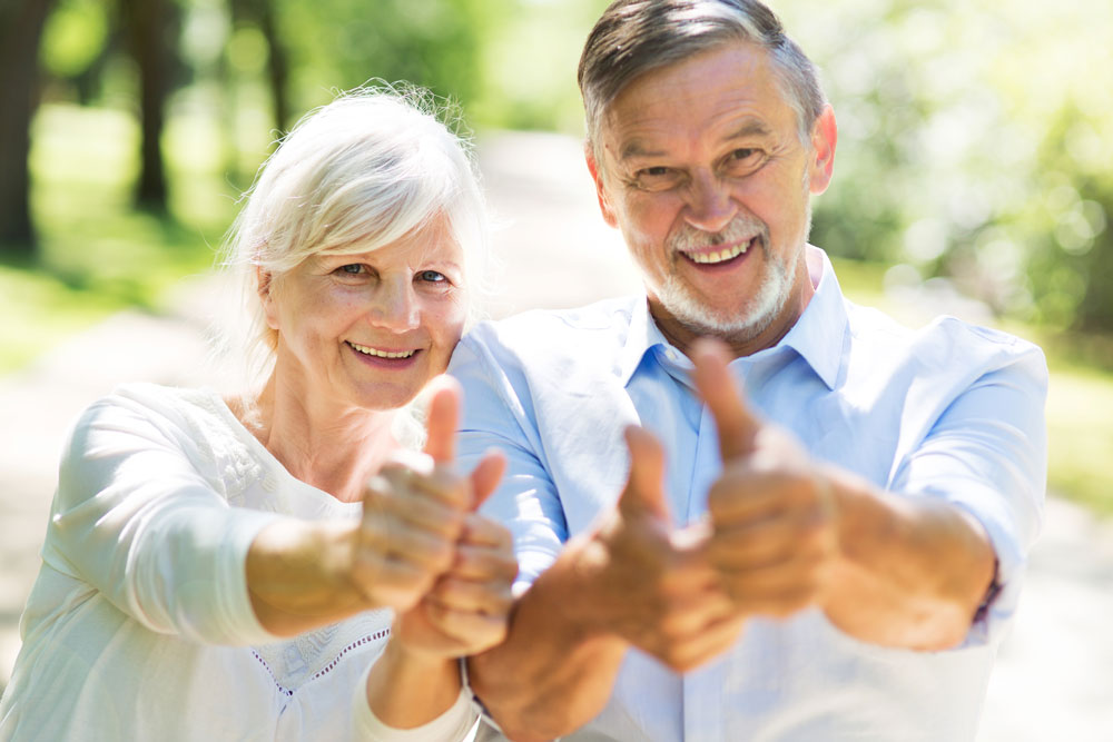 Senior Pouce en l air - Une étude scientifique révèle la pathogenèse de la maladie de Parkinson
